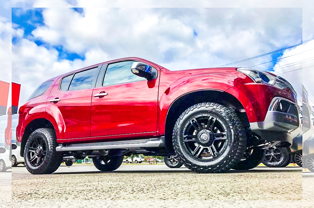 Isuzu M-UX fitted with CTM Offroad Viking wheels